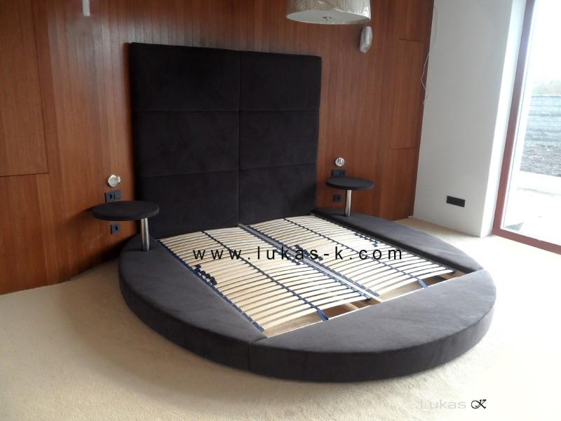 moderní kulatá čalouněná postel