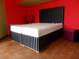 látka Queen - čalouněná postel